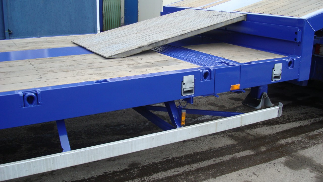 Flatbed truck in loading mode