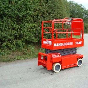 Side view of the used Manitou XE78-1 scissor lift