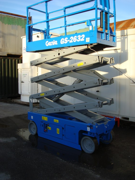 Fully operational blue scissor lift