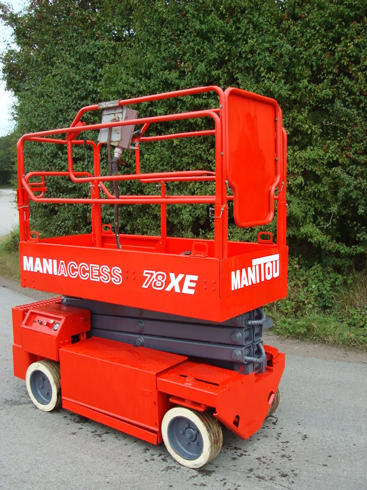Manitou XE78-2 scissor lift in lowered position